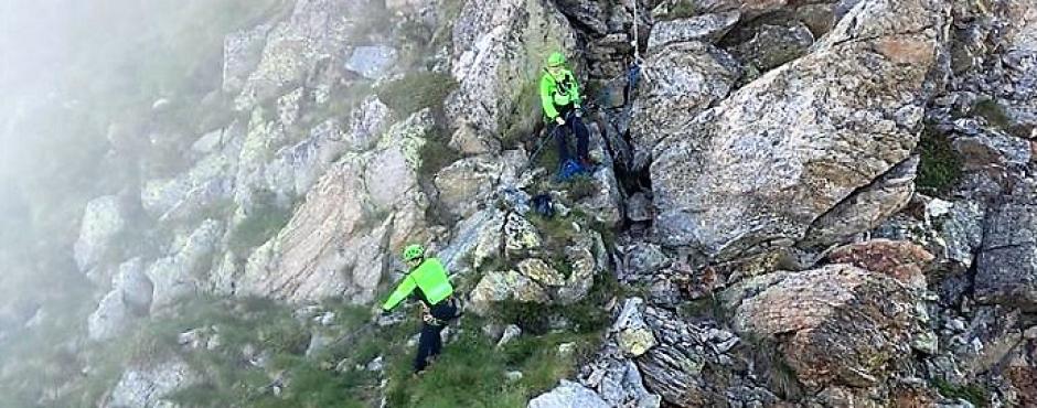 Soccorso alpino recupera una donna sul sentiero di Oropa